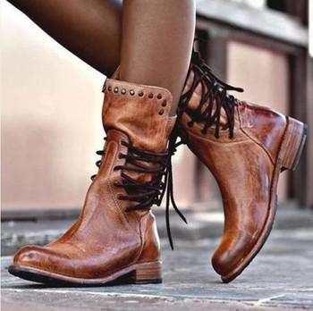 Μοντέρνες γυναικείες μπότες από οικολογικό δέρμα με κορδόνια και τρουξ