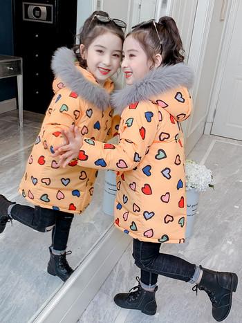 Модерно детско яке с пух на качулката и апликация сърца