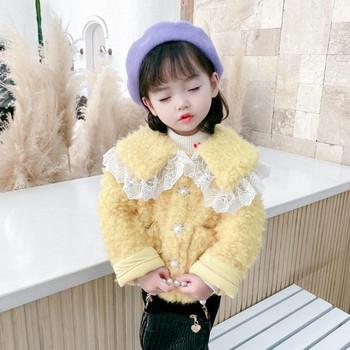 Ежедневно детско късо пухено яке с дантела и джобове