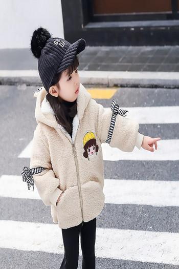 Детско ежедневно пухено яке с цип и цветна апликация