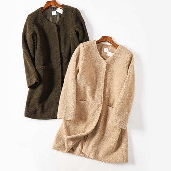 Есенно пухено палто с джобове и овално деколте