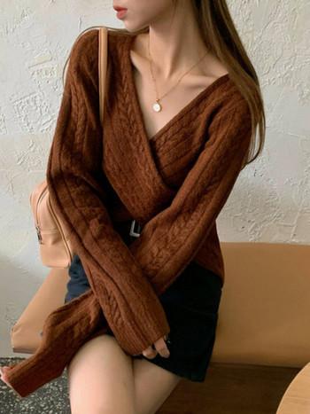 Модерна дамска къса плетена блуза с шпиц деколте