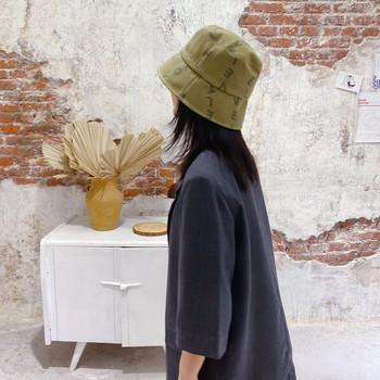 Пролетно-есенна текстилна шапка с надписи