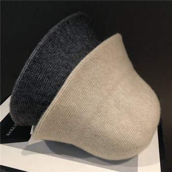 Дамска ежедневна шапка изчистен модел