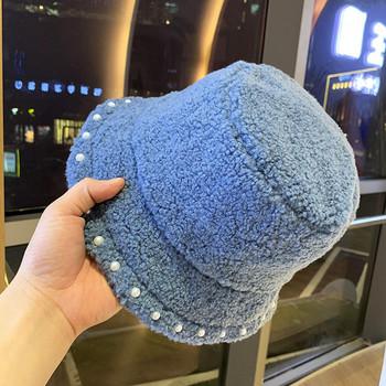 Нов модел дамска пухена шапка с перли
