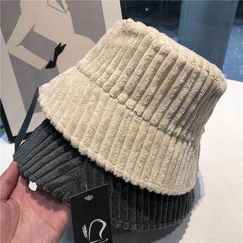 Дамска шапка от рипсено кадифе в ретро стил