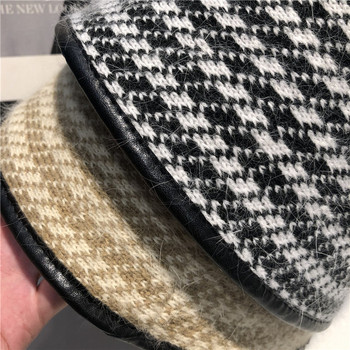 Дамска ежедневна карирана шапка подходяща за зимата
