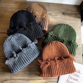 Нов модел зимна дамска шапка със скъсани мотиви