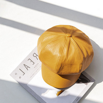 Модерна дамска шапка от еко кожа-тип барета