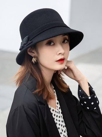 Дамска вълнена шапка с панделка
