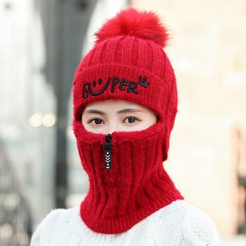 Зимна дамска шапка с пух и бродиран надпис