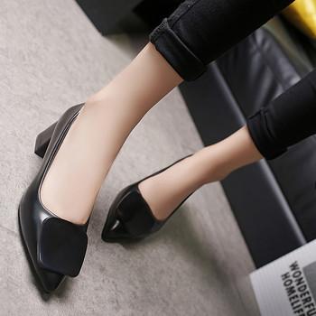 Заострен модел дамски обувки с дебел 5см ток