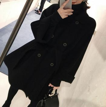 Черно дамско палто с копчета и колан на талията