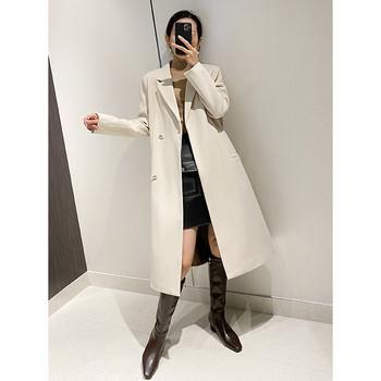 Стилно дамско дълго палто с копчета и джобове