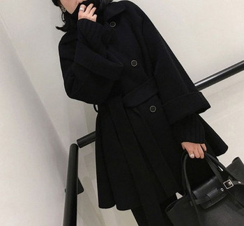 Дамско модерно палто с копчета и колан в черен цвят