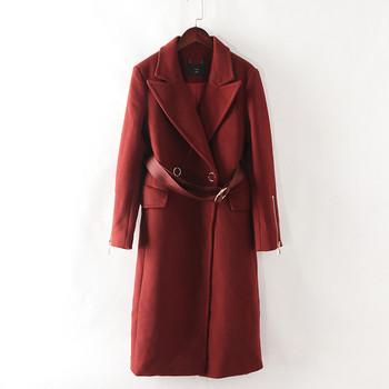 Дамско дълго палто с колан и шпиц деколте