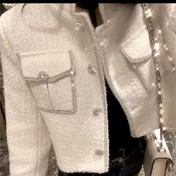 Нов модел дамско късо палто с джобове в бял цвят