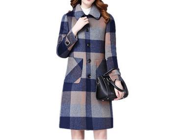 Модерно дамско дълго карирано палто с копчета