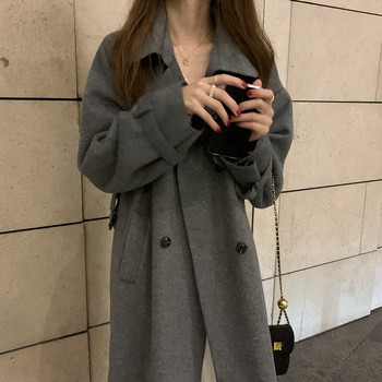 Дамско дълго палто с класическа яка и колан на талията