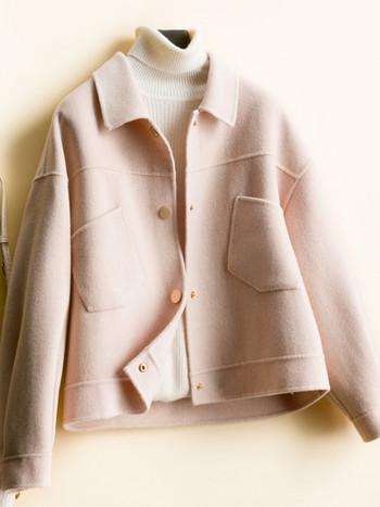 Късо дамско вълнено палто с копчета и джобове