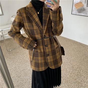Нов модел дамско карирано палто с копчета - подходящо за зимата
