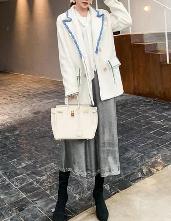 Дамско палто с джобове и шпиц деколте -подходящо за зимата