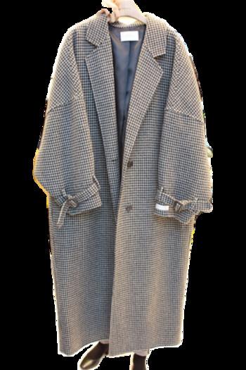 Дълго дамско вълнено палто с копчета