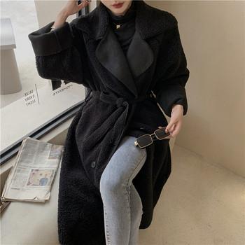 Пухено дамско палто с копчета и колан