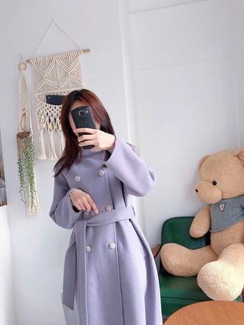 Дълго дамско палто с колан и копчета
