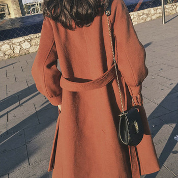Стилно дамско палто с класическа яка и колан на талията