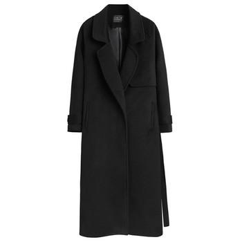 Стилно дамско палто дълъг модел с класическа яка и джобове в черен цвят