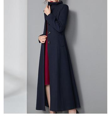 Модерно дълго дамско палто с висока яка и копчета