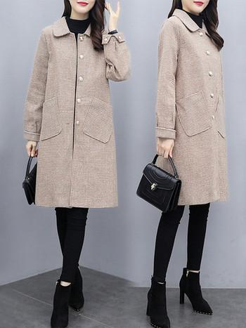 Карирано дамско палто със средна дължина и джобове