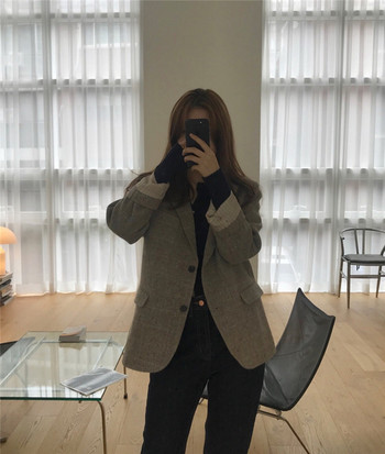 Есенно карирано дамско палто с джобове
