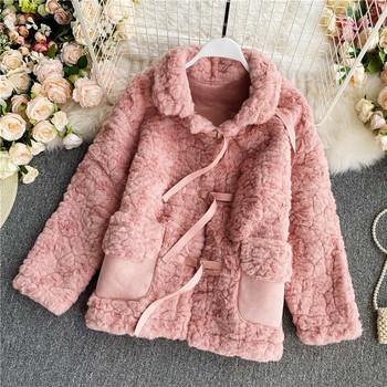 Нов модел пухено дамско палто с джобове