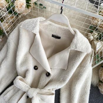 Пухено дамско палто с колан в бял цвят
