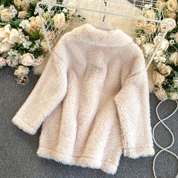 Плюшено дамско палто с копчета и джобове