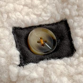 Дамско късо пухено палто с копчета