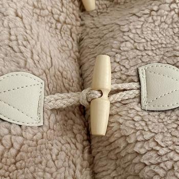 Късо дамско пухено палто с копчета