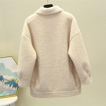 Дамско пухено палто с цип и джобове подходящо за есента и зимата