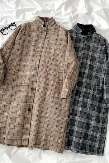 Карирано дамско дълго палто с копчета