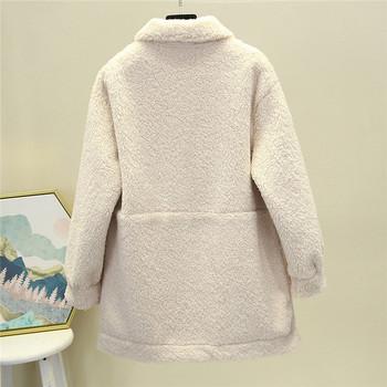 Модерно дамско пухено палто с цип и джобове