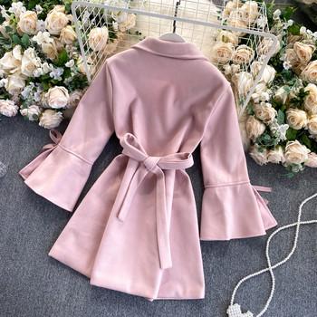 Дамско палто с колан на талията и панделка на ръкава