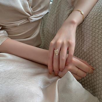 Дамски актуален пръстен с декоративни камъни