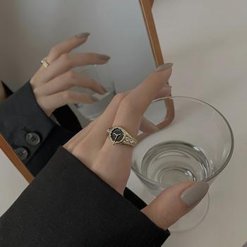 Актуален дамски пръстен с декоративен камък