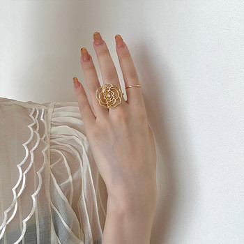 Модерен дамски пръстен във формата на роза