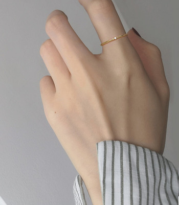 Стилен дамски тънък пръстен с декоративен камък