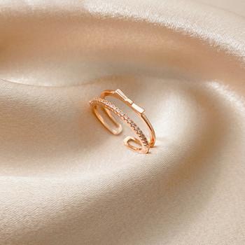 Модерен дамски пръстен с панделка и декоративни камъни