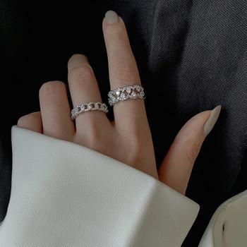 Актуални дамски пръстени в два модела с декоративни камъни