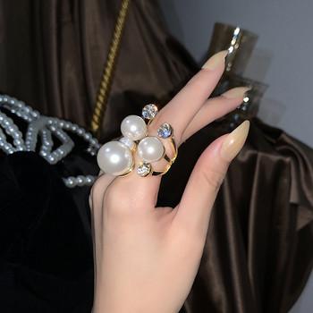 Стилен дамски пръстен с декоративни камъни и перли